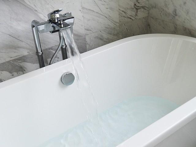 Traiter le calcaire dans la salle de bain